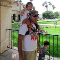 SaddleBaby - Dětský nosič na ramena